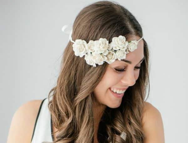 Esta linda tiara para noiva feita em casa vai deixar o seu casamento ainda mais especial (Foto: everythingetsy.com)
