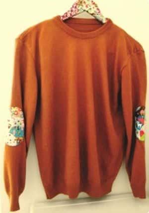 Aplicar cotoveleira na roupa é ótima opção para renovar as suas peças (Foto: bananacraft.com)