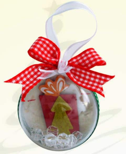 Decorar bola de Natal acrílica é muito fácil (Foto: sinimbu.com.br)