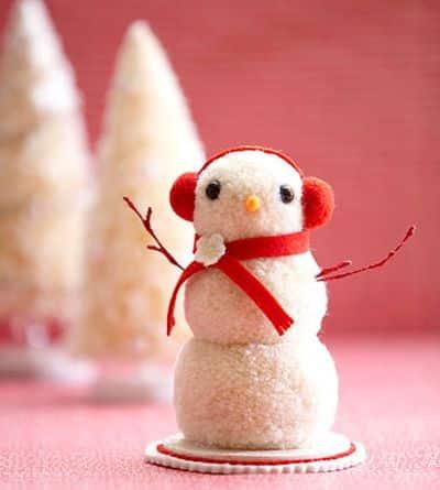 Boneco de neve de pompom vai fazer o maior sucesso em sua casa (Foto: naninenuxacrafts.blogspot.com.br)