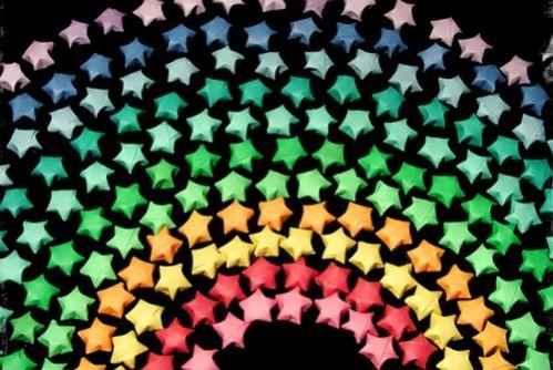 Estrela de origami é versátil e pode enfeitar qualquer local (Foto: maleikie.blogspot.com.br)