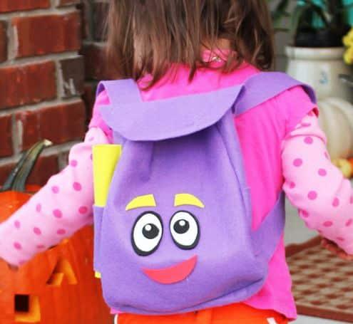 É muito fácil fazer esta mochila da Dora Aventureira (Foto: positivelysplendid.com)
