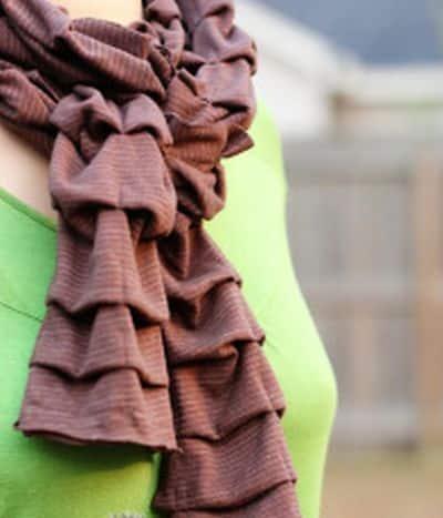 Faça cachecol também para o verão, com tecidos mais frescos (Foto: academiacraft.com)