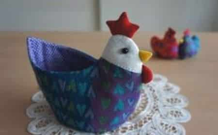 Galinha porta-ovos é útil e linda (Foto: blog.sina.com.cn)