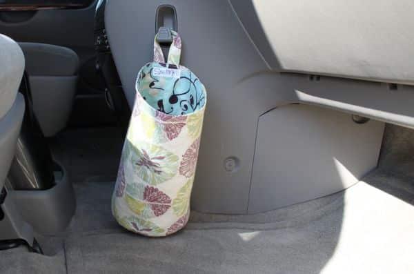 Esta lixeira para carro de tecido é linda e fácil de ser feita (Foto: artesanatossempre.blogspot.com.br)