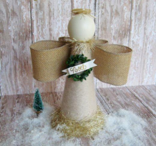 Este anjinho de Natal rústico pode ficar em qualquer lugar de sua casa (Foto: positivelysplendid.com)