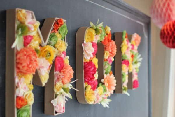 Decorar letras de papelão pode fazer ficar mais bonita a sua festa ou a sua sala (Foto: archieli.com)