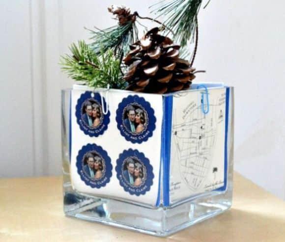 Decorar um vaso de vidro com fotos é opção barata para renovar a decoração de seu espaço (Foto: sheknows.com)