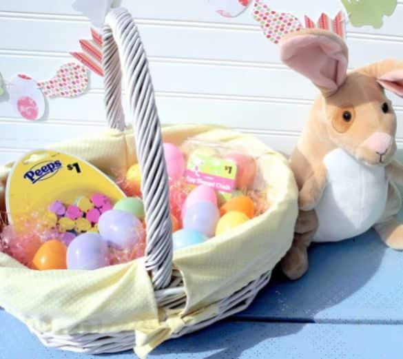 Capa para cesta de vime é ótima opção para repaginar o visual de uma cesta velhinha (Foto: adreamcrafter.com)