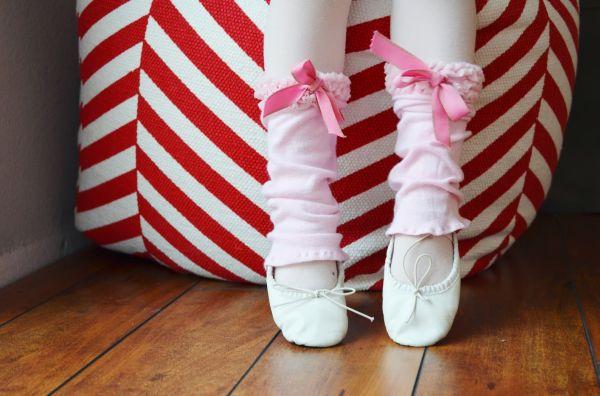 Com estas polainas as aulas de balé da sua menina ficarão ainda mais especiais (Foto: snugglebuguniversity.com)