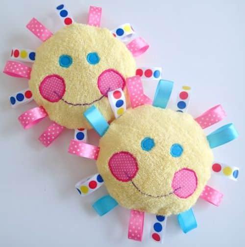 Este brinquedo artesanal para bebê sempre faz o maior sucesso entre os pequenos (Foto: so-sew-easy.com)