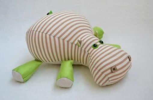 Este hipopótamo de tecido também pode ser ótima opção para presente (Foto: howtoinstructions.org)