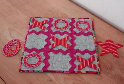 Jogo da velha em tecido é divertido e muito fofo (Foto: lovetocolormyworld.blogspot.com.br)