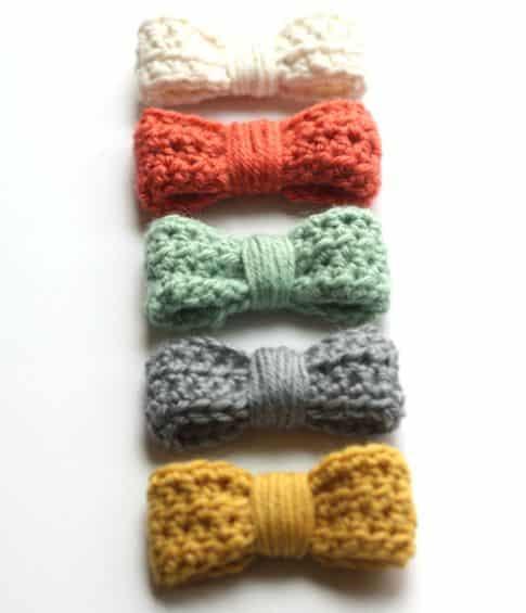 Laço de crochê é delicado e fofo e pode ser usado em qualquer lugar (Foto: craftinessisnotoptional.com)