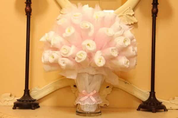 Bouquet de fraldas descartáveis é lindo e diferente (Foto: likemomandapplepie.blogspot.com.br)