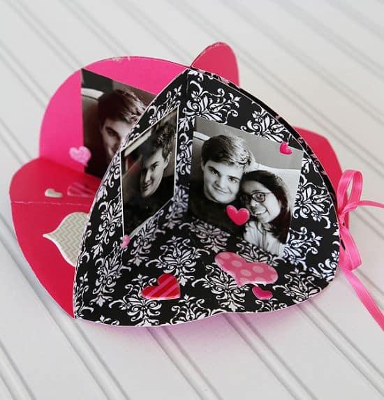 Este fofo porta-retrato de papel pode ter o estilo, cor ou estampa de sua preferência (Foto: h20435.www2.hp.com)
