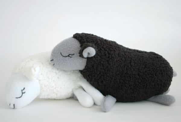 Ovelhinha de lã é fofa e agrada a todos (Foto: sewmamasew.com)