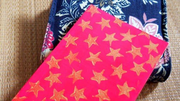 É simples decorar capa de caderno (Foto: en.tueymeaw.com)