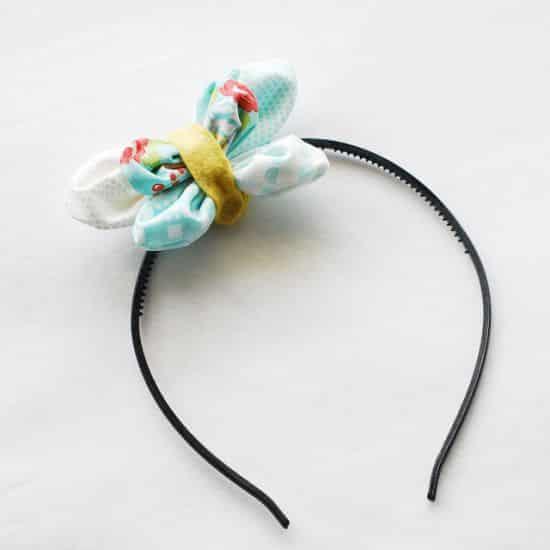 Borboleta de tecido para tiara pode ter a combinação de cores ou de estampas que você quiser (Foto: wildolive.blogspot.com.br)