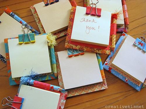 Suporte para bloco de notas pode também ser a lembrancinha de sua festa (Foto: blog.creativekismet.com)
