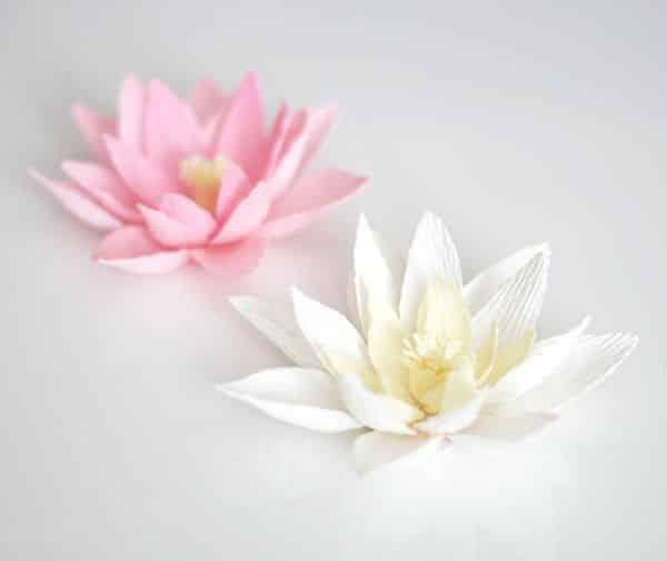 Lírio de papel crepom é lindo e decora de forma primorosa (Foto: ashandcrafts.com)