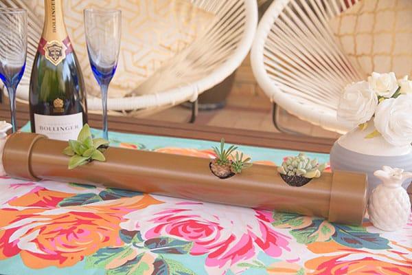 Este centro de mesa de cano de PVC pode ter a cor que você quiser (Foto: erynwithay.typepad.com)
