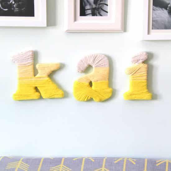 Letras de madeira decoradas com linhas são diferentes e baratas de serem feitas (Foto: sweetpeasandsaffron.com)