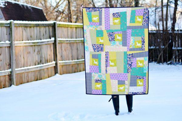 Colcha de retalhos com tecido decora de forma singela a sua cama (Foto: missmake.com)