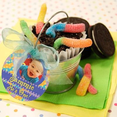 Lembrancinha infantil no baldinho é fofa e pode ter o estilo que você quiser (Foto: my-practical-baby-guide.com)