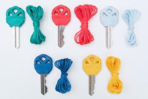 Customizar chaves com linha de bordado pode também ser bem divertido (Foto: cremedelacraft.com)