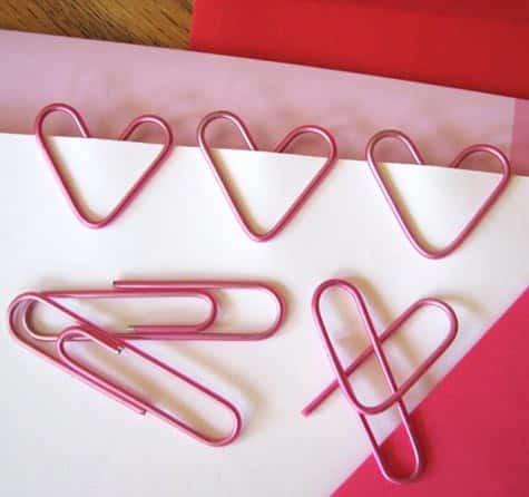 Este marcador de páginas com clips com formato de coração sempre faz o maior sucesso por onde aparece (Foto: designsponge.com)
