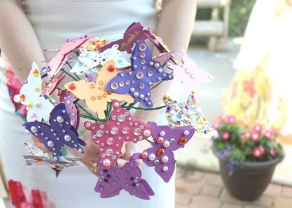 Presenteie também uma amiga com este buquê de borboletas (Foto: mendezmanor.com)