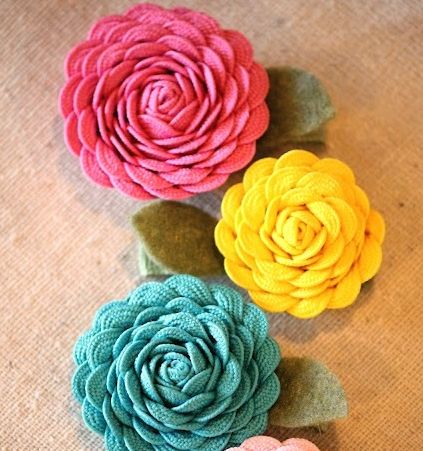 Esta fofa flor de sianinha decora de forma delicada (Foto: u-createcrafts.com)