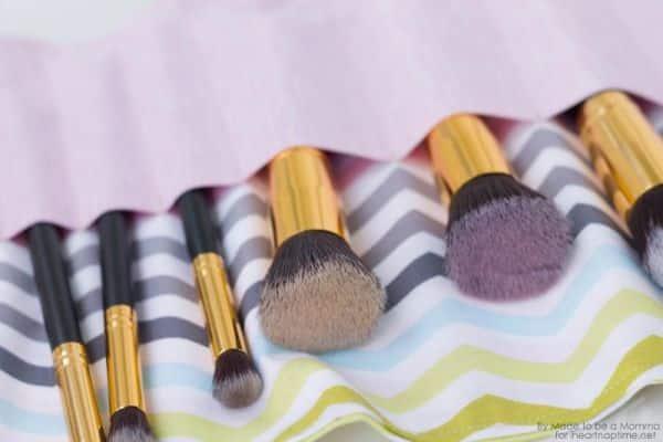 Este porta pincéis de maquiagem artesanal pode também guardar outros itens de beleza (Foto: iheartnaptime.net)