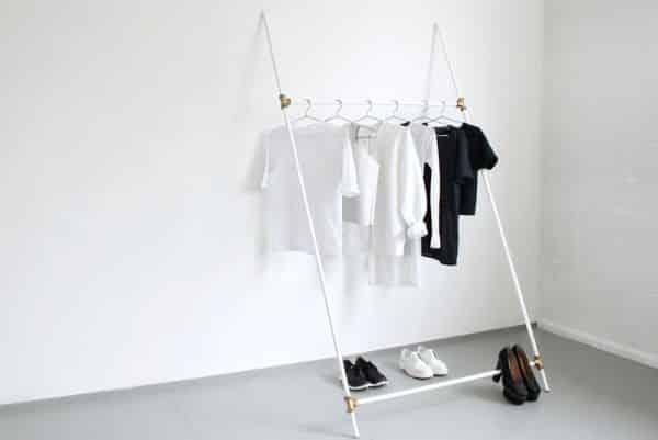 """Esta arara de roupas artesanal parece """"frágil', mas não é (Foto: love-aesthetics.blogspot.com.br)"""