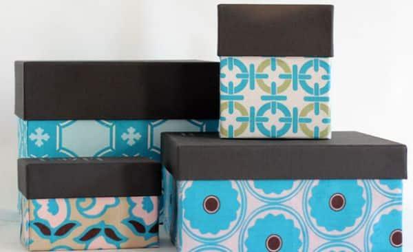 Forrar caixas com tecido é muito fácil (Foto: momtastic.com)