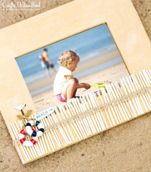 Decorar porta-retratos de forma fácil e, até mesmo barata se você já possuir o material necessário, é também divertido (Foto: craftsunleashed.com)