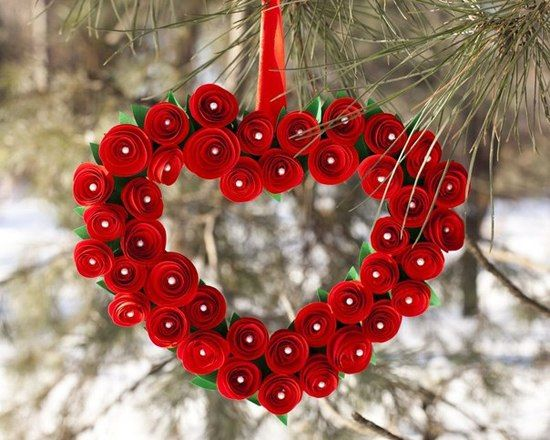 Este coração de flores de papel pode também ter outras cores (Foto: icreativeideas.com)