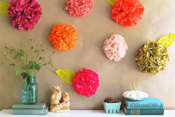 Esta flor de papel de seda pode decorar qualquer cantinho (Foto: 2014interiordesignarticle.com)