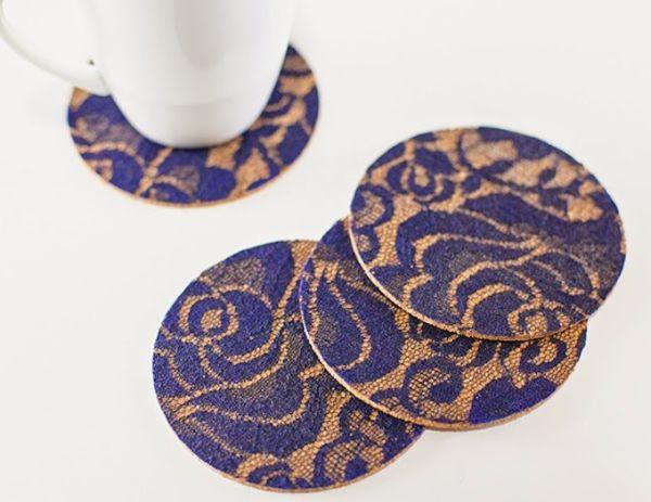 Porta-copos de cortiça é sofisticado e refinado e todos se encantam com este item decorativo (Foto: modpodgerocksblog.com)