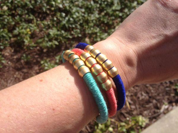 Faça pulseiras coloridas para os seus looks ganharem novo fôlego (Foto: thanksimadeitblog.com)