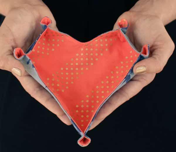 Este porta-treco de tecido em formato de coração é funcional e lindo (Foto: prettyprudent.com)