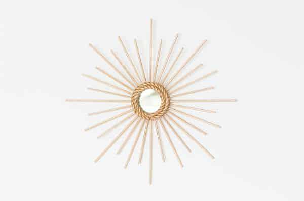 Você pode utilizar também outras cores nesta moldura de espelho com palitos (Foto: aparedeindecisa.com.br)