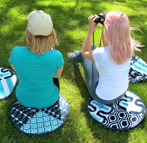 Almofadas de chão para passeio são lindas e úteis (Foto: sew4home.com)