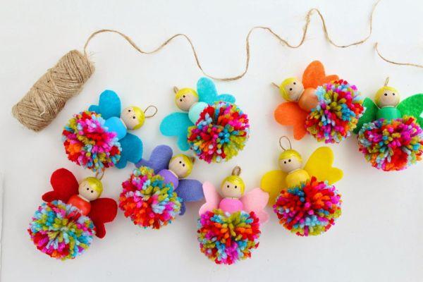 Bonequinhas com pompom são simpáticas e não tão difíceis de serem conseguidas (Foto: raisinguprubies.blogspot.co.uk)
