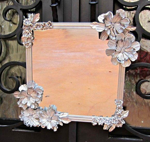 Decorar um espelho com flores artificiais é muito fácil (Foto: dollarstorecrafts.com)