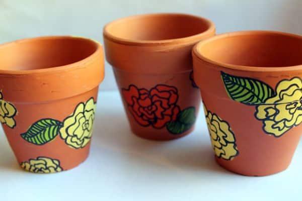 Fazer pintura em vasos de barro pode também ser uma terapia para relaxar (Foto: punkprojects.com)