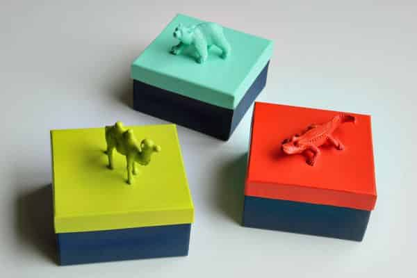 Reaproveitar brinquedos antigos é muito fácil e pode também ser divertido (Foto: hellobee.com)