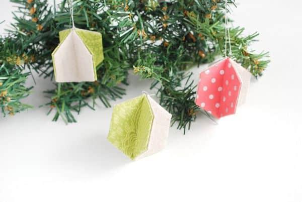 Este enfeite de Natal fácil de fazer e barato pode ser criado com retalhos de tecido e de papelão (Foto: wildolive.blogspot.com.br)