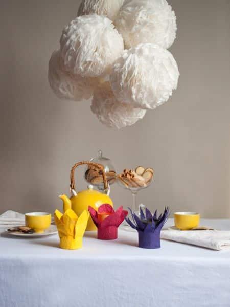 Decorar porta-velas com papel é muito fácil e barato (Foto: hellobee.com)